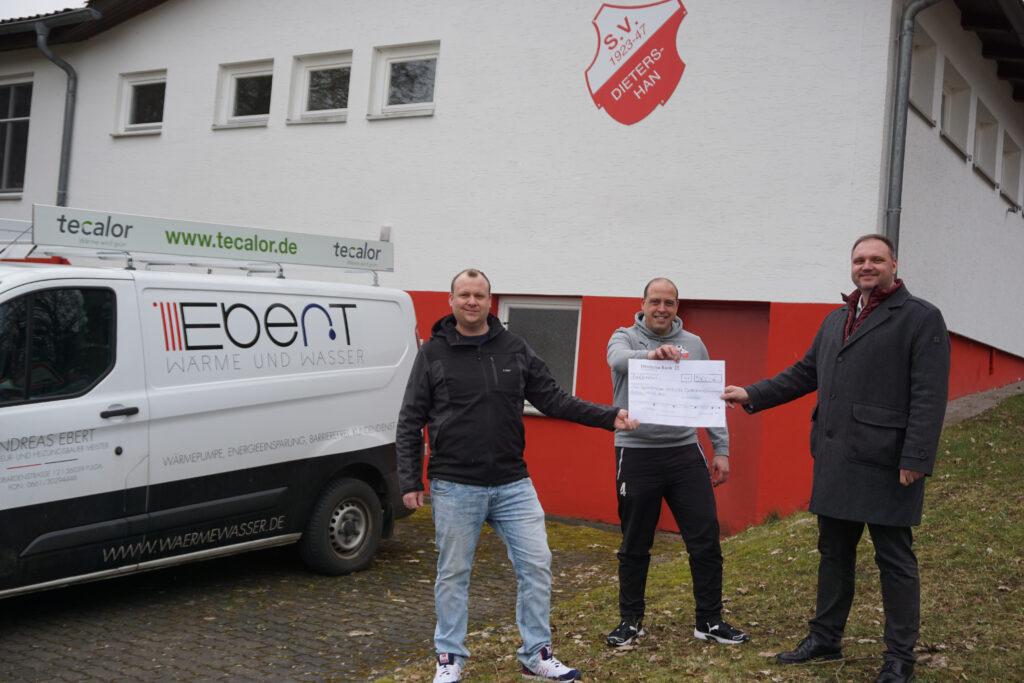 Von links nach rechts: Andreas Ebert (Firma Ebert Wärme u. Wasser), Thomas Hillenbrand (Schriftführer SV-Dietershan), Christian Gerds (Brötje Handel Hessen KG)
